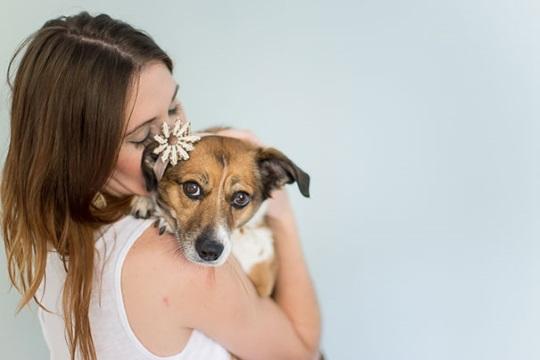 Couple does Newborn Photoshoot with dog (7)