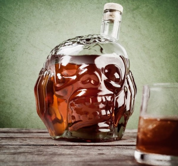 Random Gevaaalikhede 20150531 ZOMBIE HEAD WHISKY & DRINKS DECANTER