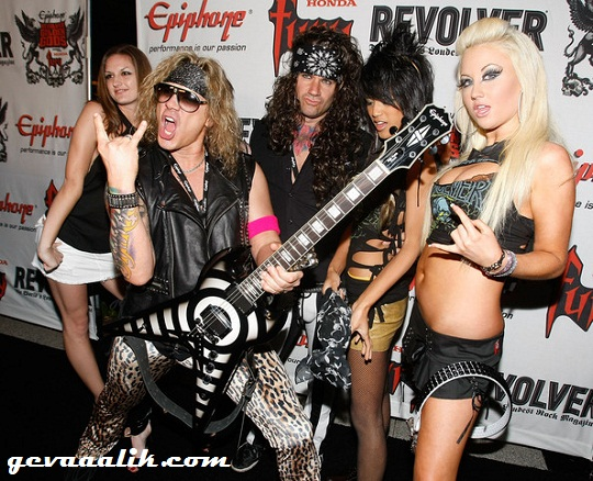 Steel Panther and girls