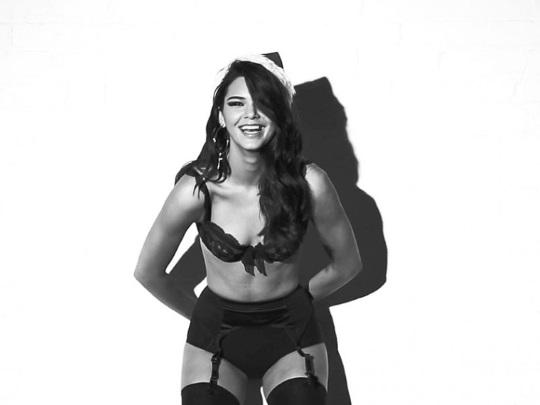 gevaaalike Kersfeeswense met Kendall Jenner (4)
